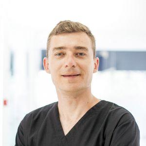 Dr. Marius Maris
